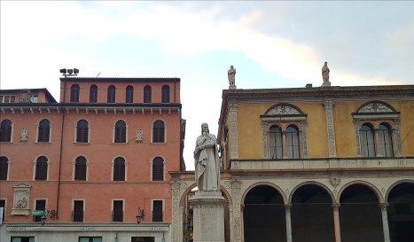 Dante looking pensive in Verona